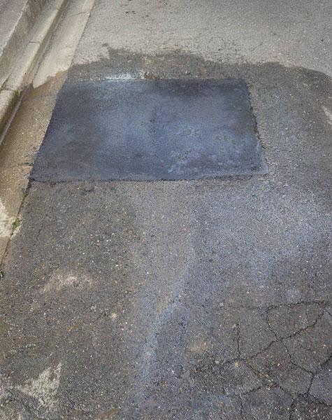 アスファルト穴の補修工事