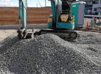 海部郡蟹江町 砕石駐車場整備工事 単粒砕石敷き